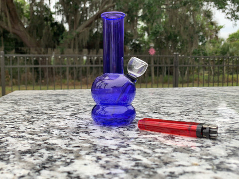 A small bong is nice for its portability in comparison to big bongs that you really can't take anywhere.
