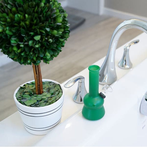 Save on Smokers Subscription Box how to clean a bubbler from MeTimeBox Read Me Time Box Reviews online!