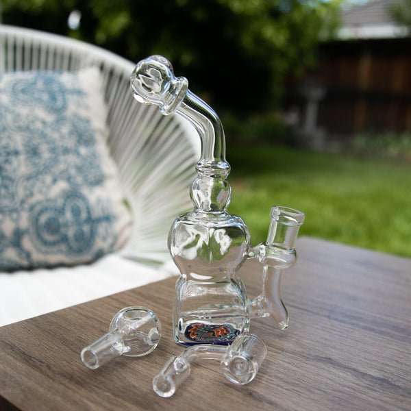Buy Tokers Bundle Box free bong giveaway from MeTimeBox Read the best reviews from Me Time Box!
