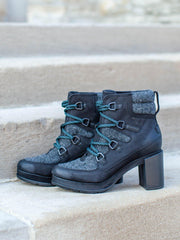 Sorel Teal LAce Booties