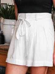 BB Dakota white tie front linen short