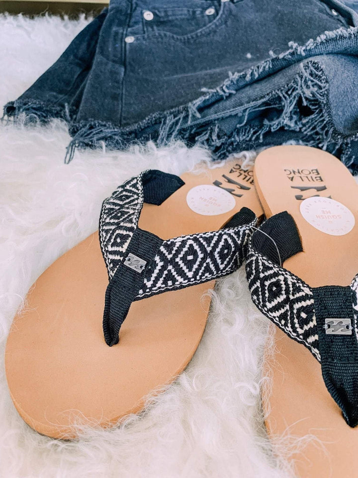 black cream Billabong flip flops