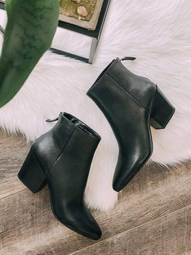 Dolce Vita Footwear Dolce Vita Coltyn Sleek Point Toe Bootie