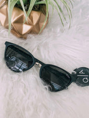 black plastic cat eye Quay sunglass