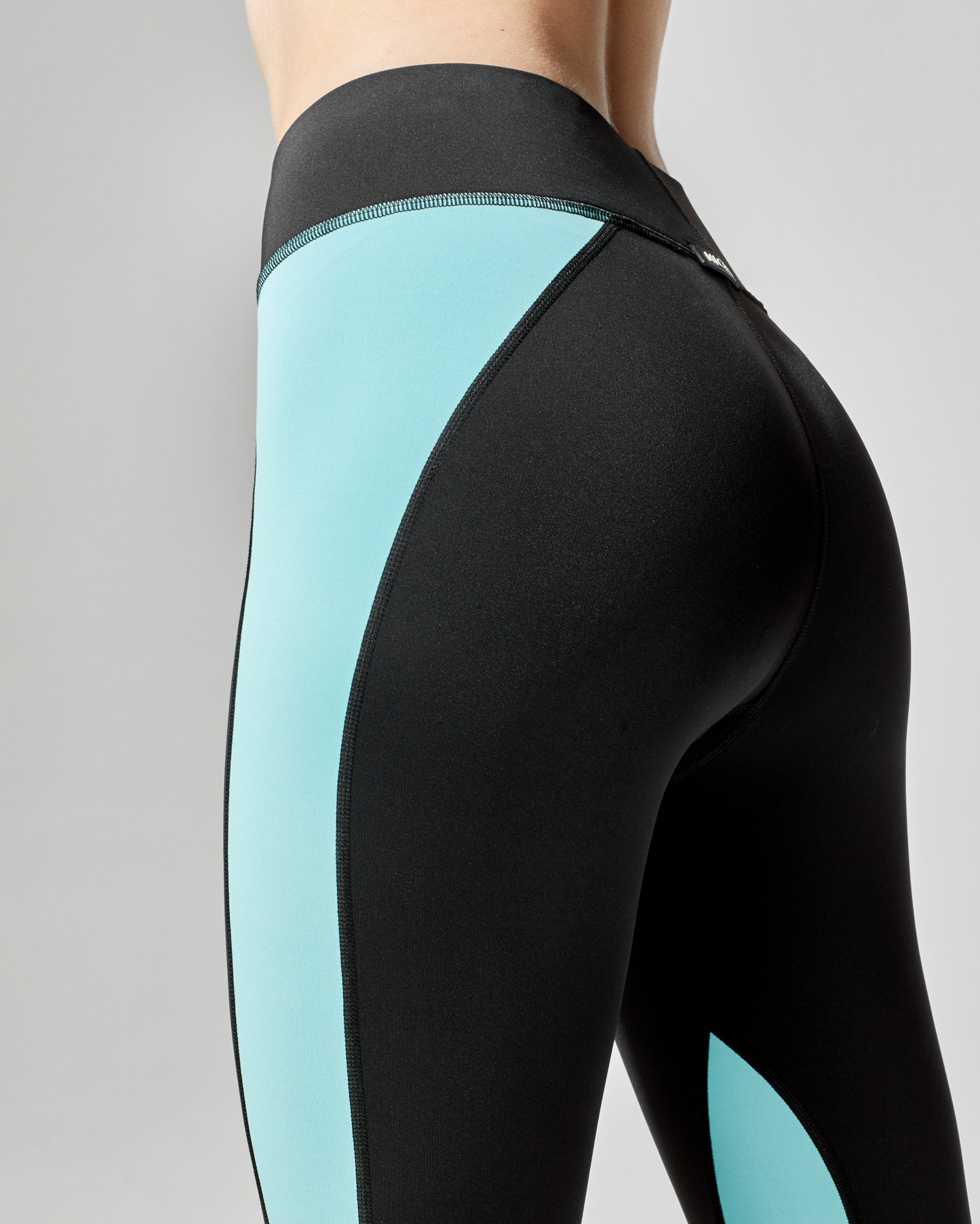 canyon-legging-black-island-blue