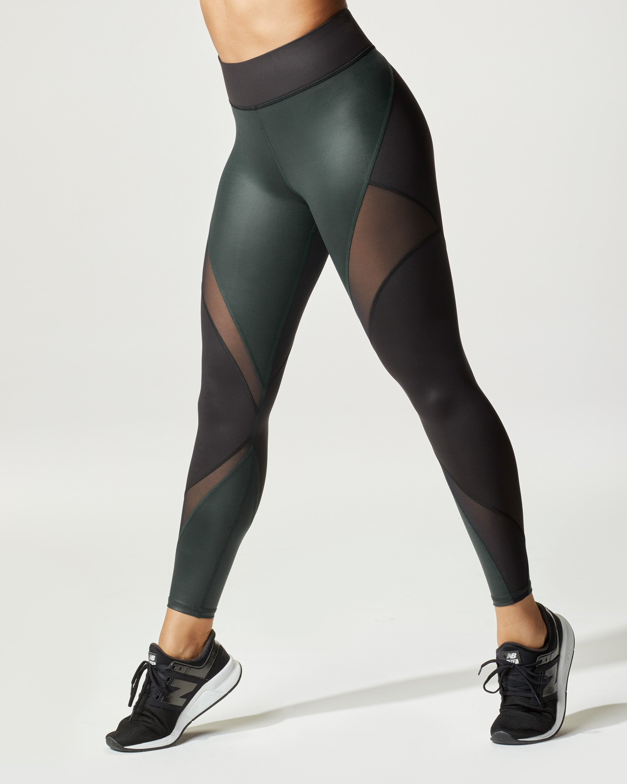 inversion-rise-legging-black-forest