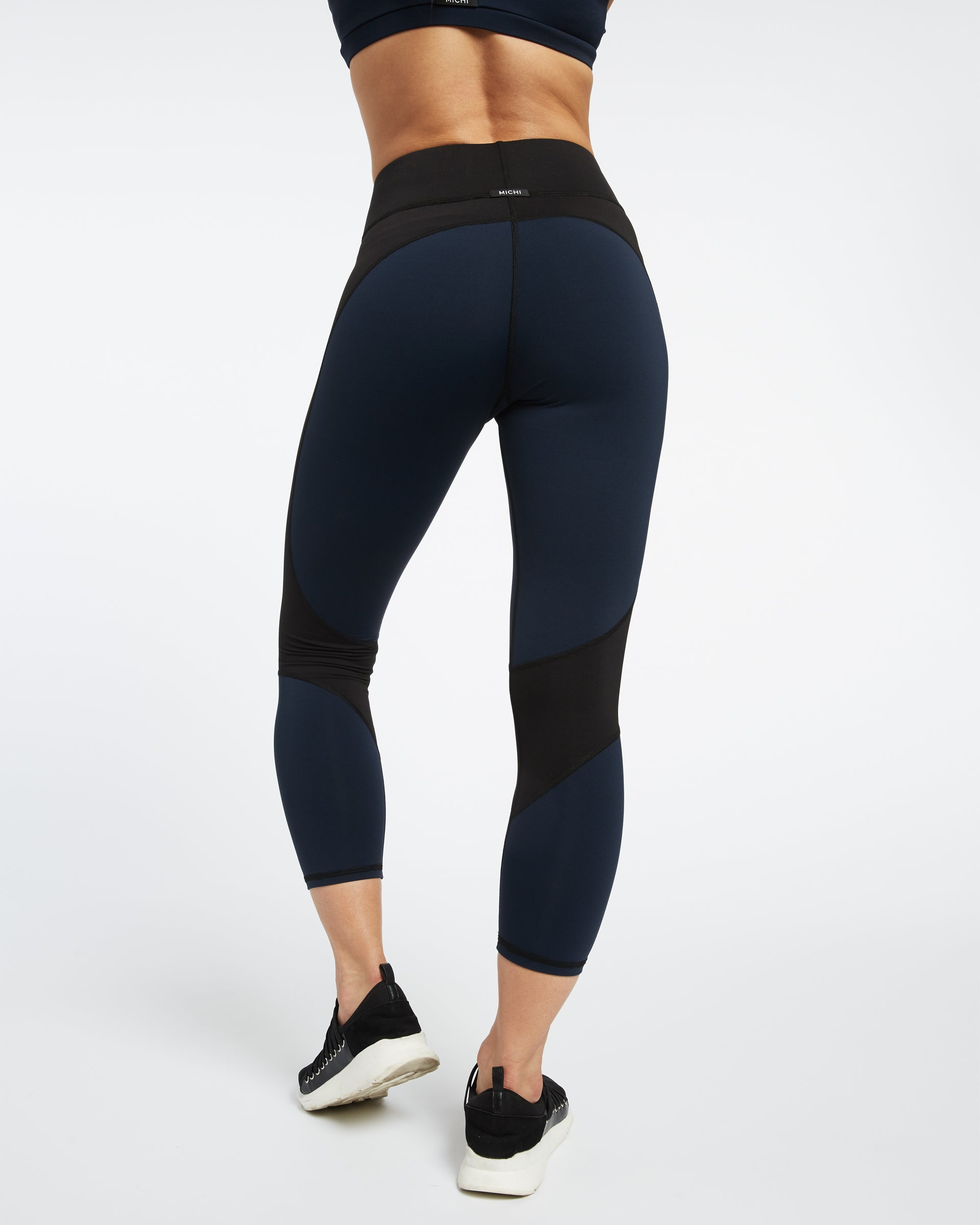 impulse-crop-legging-deep-sea-navy