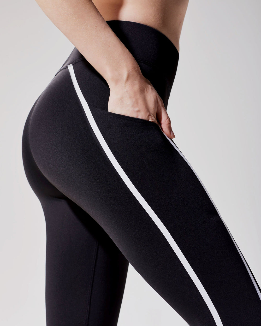 Linear Legging - Black/White