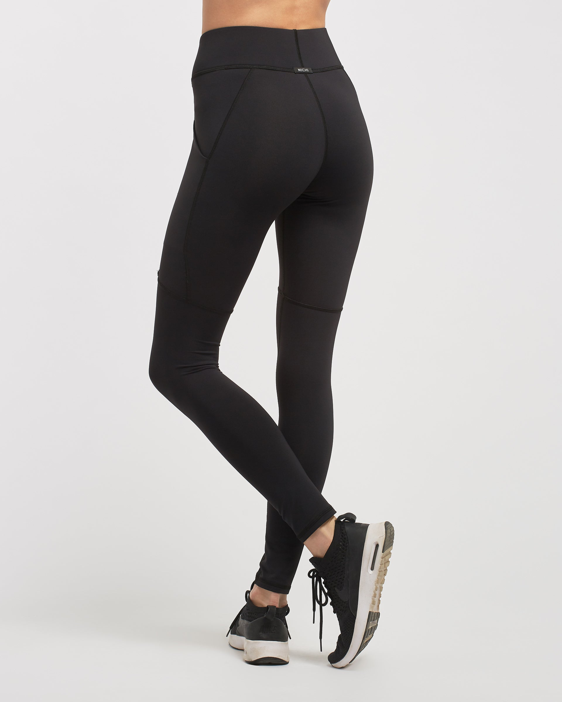 hypernova-pocket-legging-black