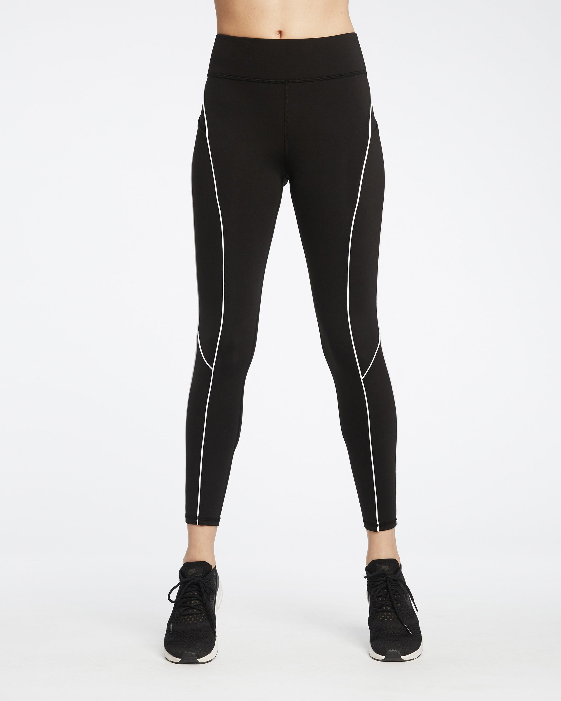 linear-pocket-legging-black-white