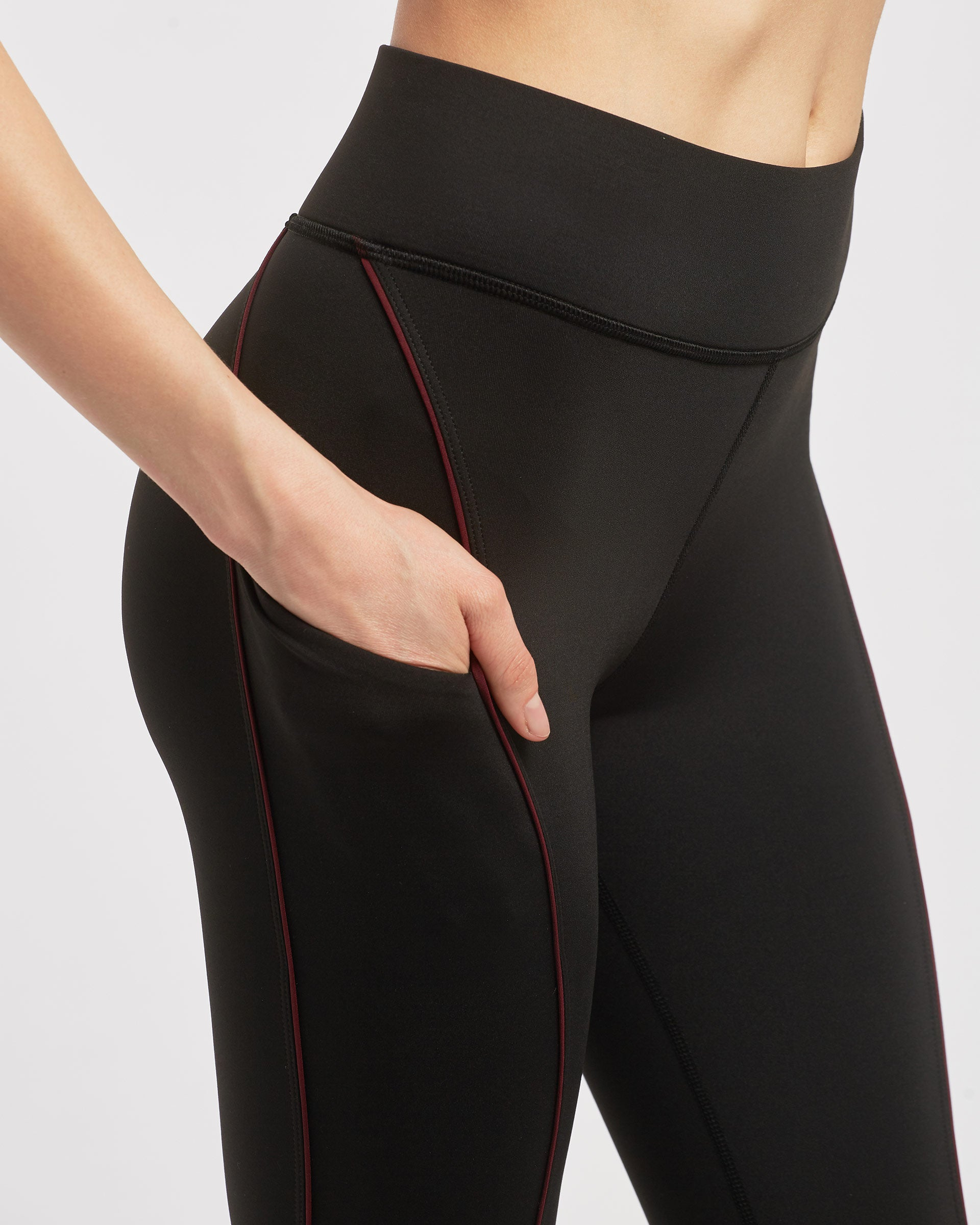 Linear Pocket Legging - Black/Wine