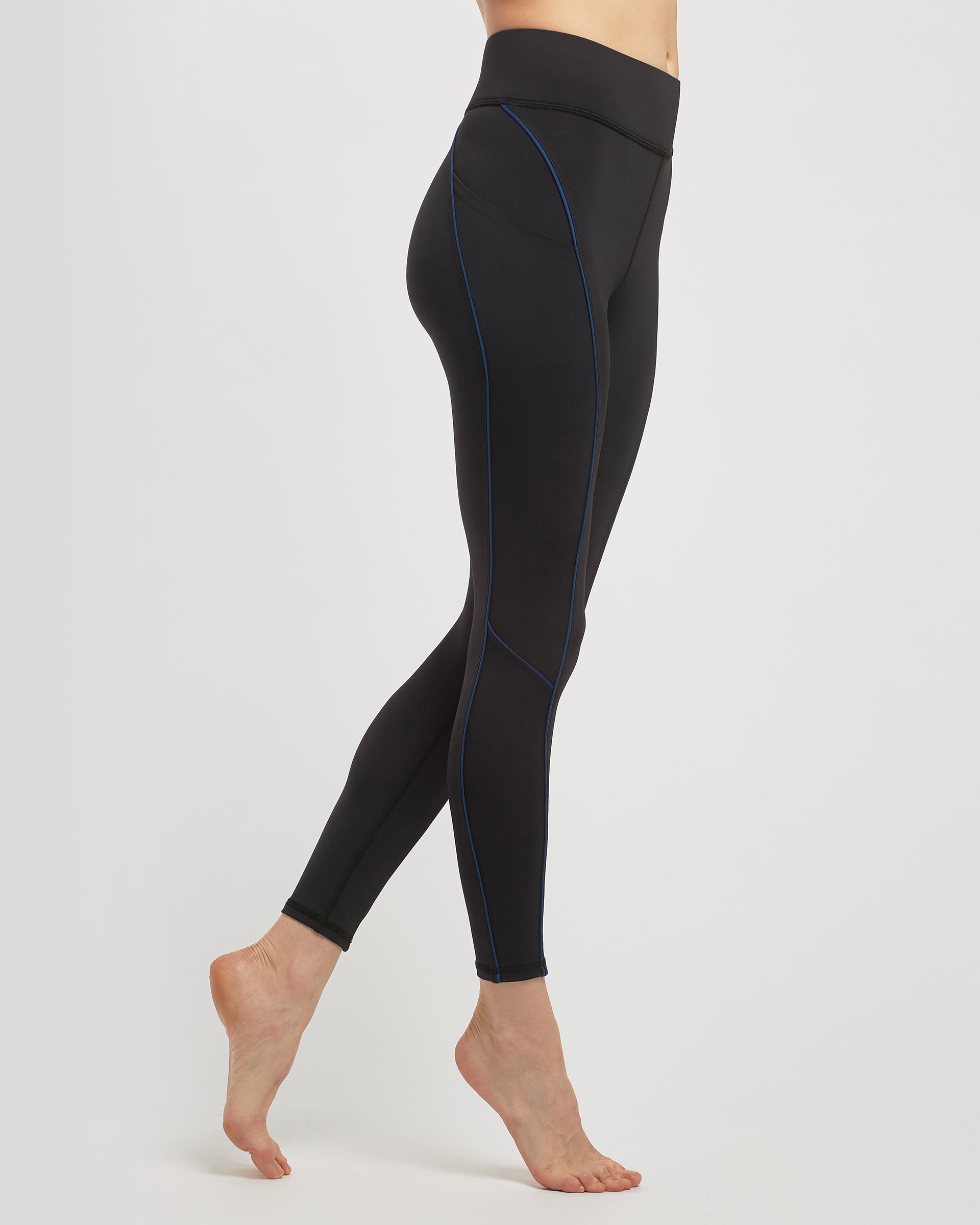 linear-pocket-legging-black-adriatic-blue