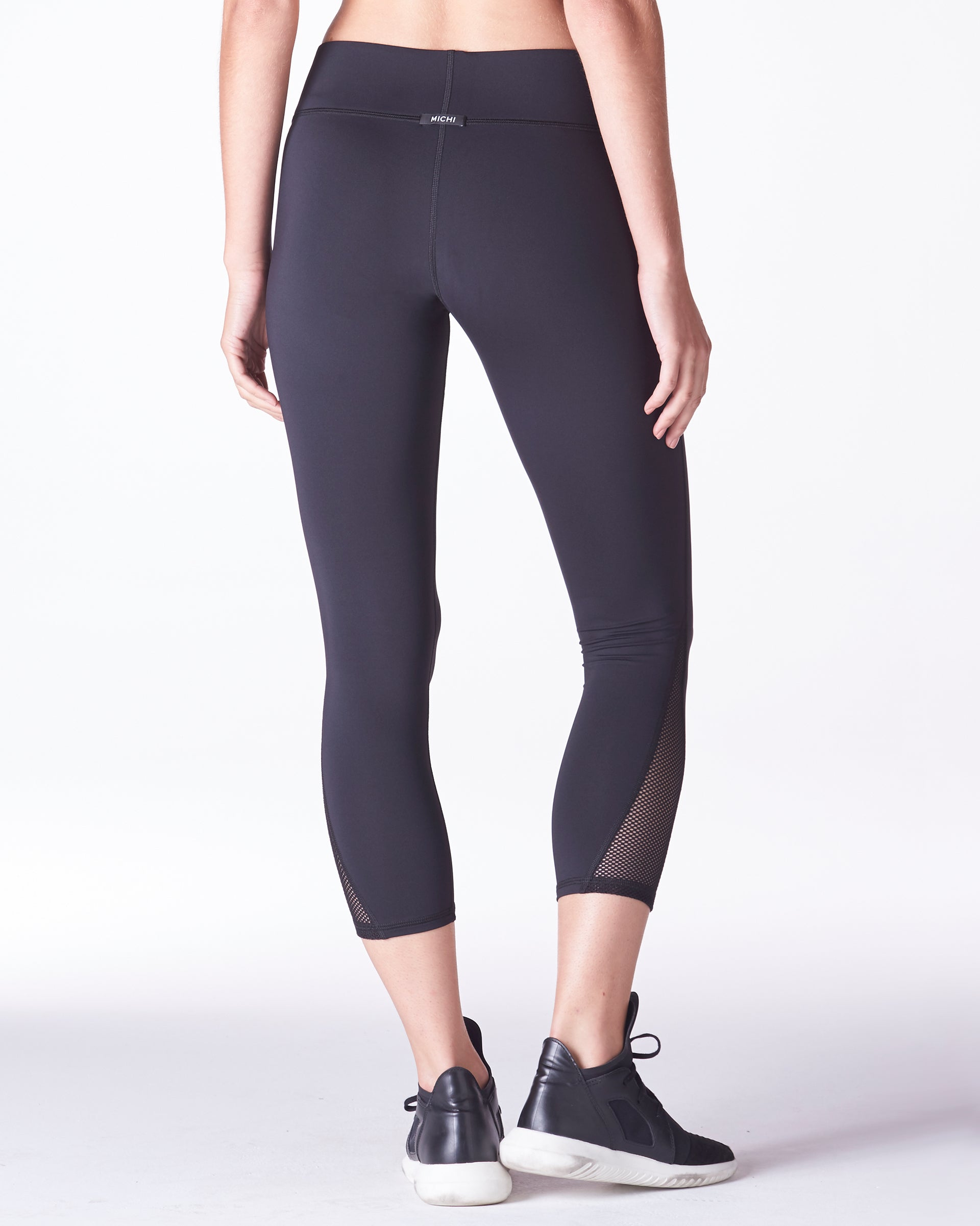 vyper-crop-legging-black