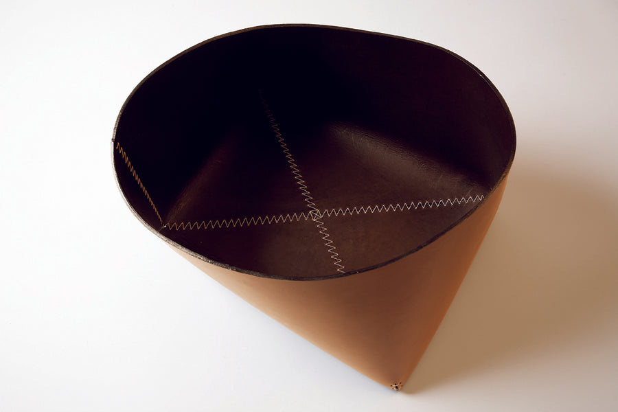 GIOVANNI Leather Basket by Claude Bouchard for Oscar Maschera - DUPLEX DESIGN
