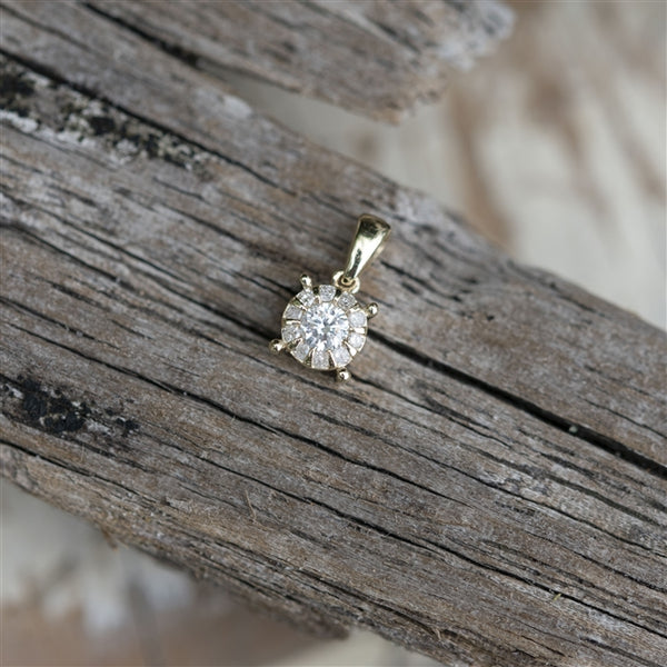 9ct gold solitaire pendant with 0.11ct diamond in the centre