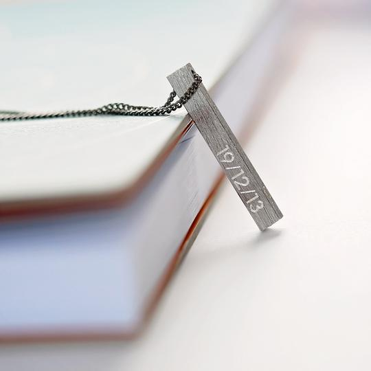 Brushed Men's necklace engraved with a Date on one side