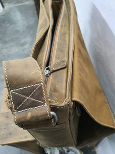 HYDE Wayfarer Messenger Bag