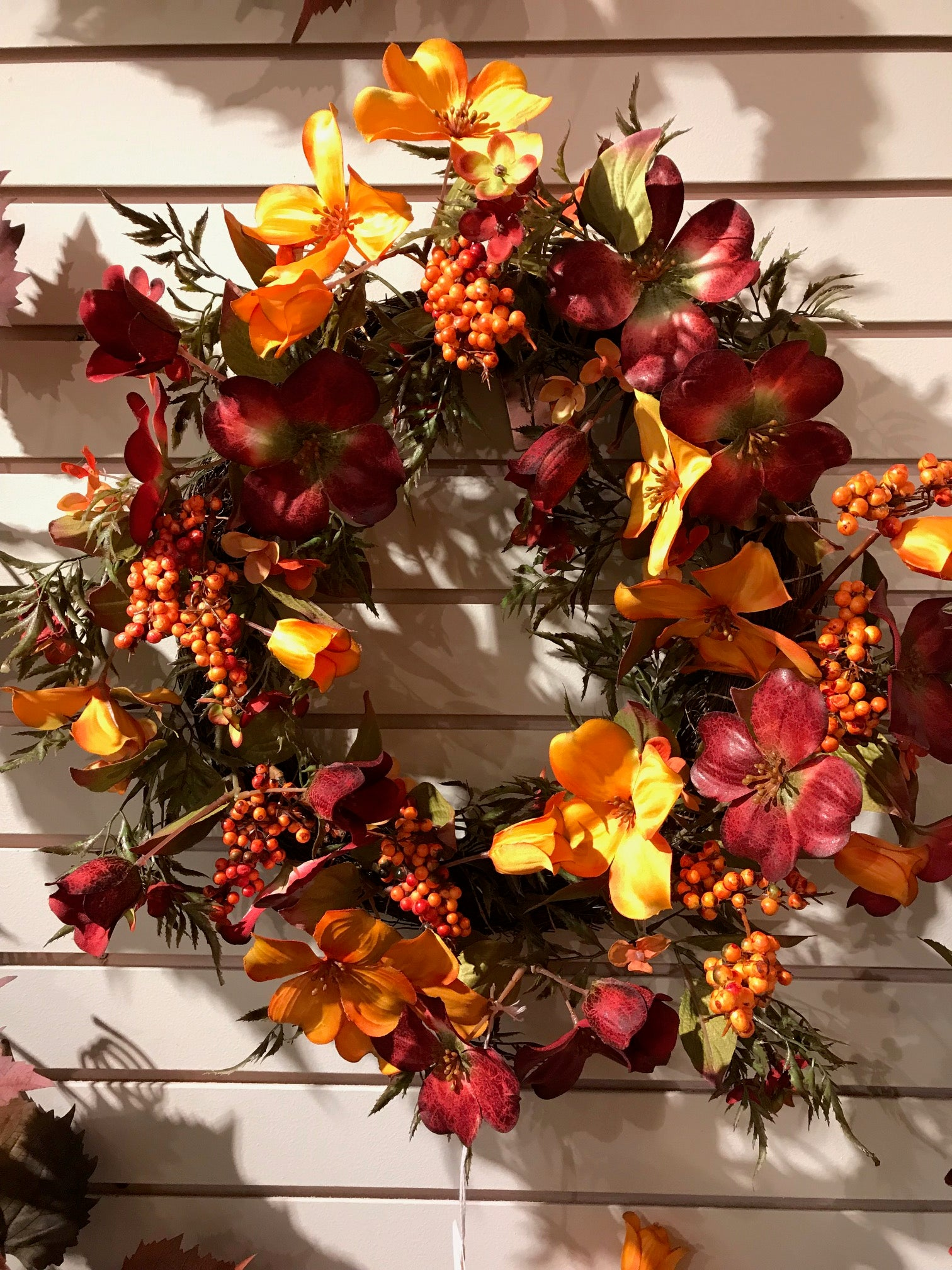 VHYX80372 FALL DOGWOOD BERRY WREATH