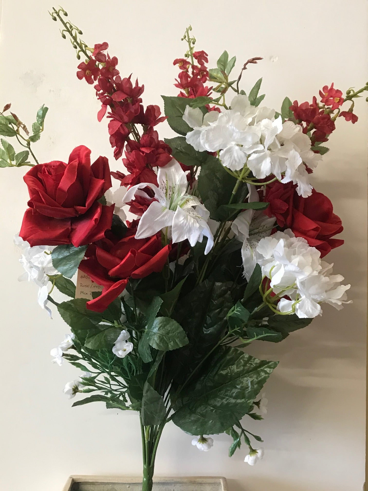 GB53834 RED/WHITE MIXED BOUQUET