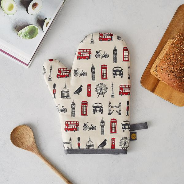 Oven mitt with London Icons souvenir gift in white