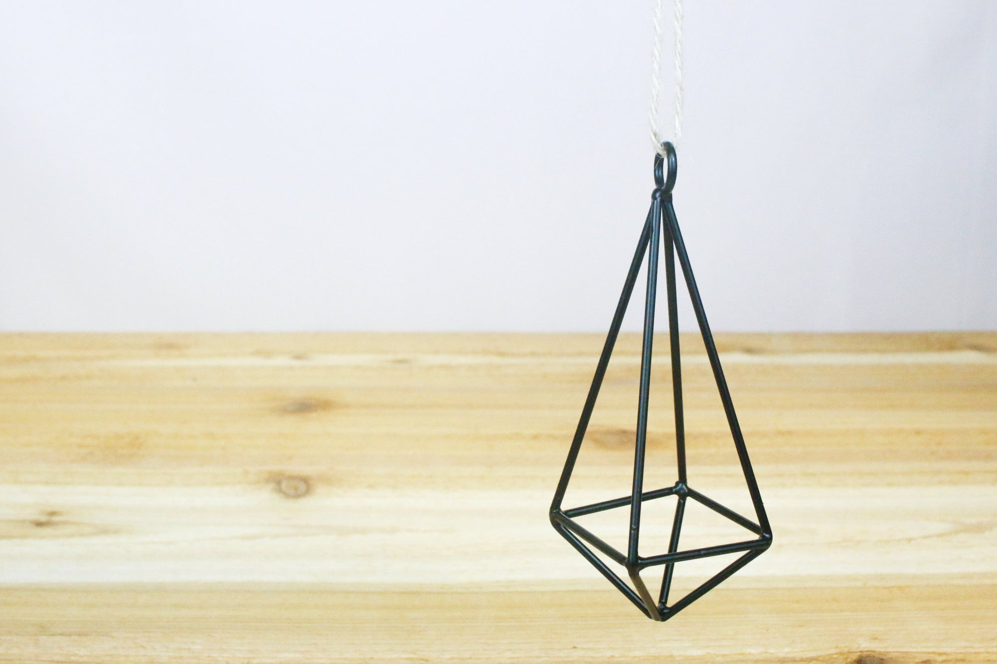 Wholesale: Hanging Metal Pendant for Tillandsia [Min Order 12]