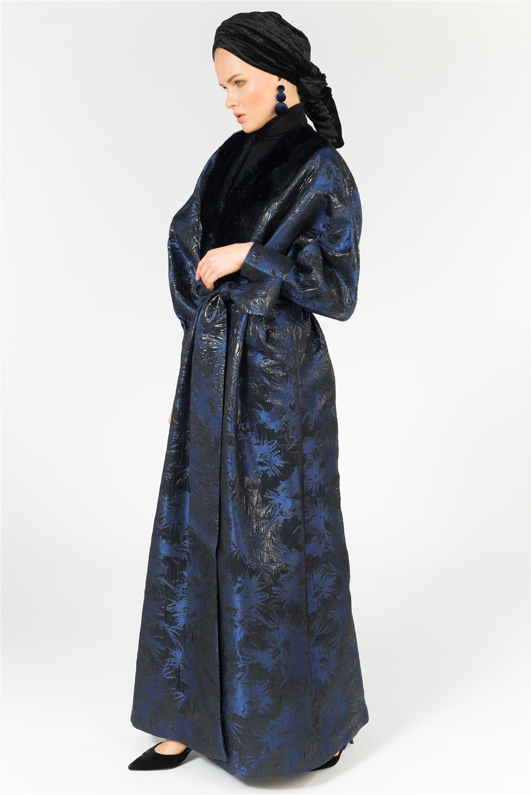 JACQUARD ABAYA WITH FUR COLLAR