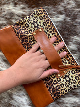 LEOPARD CLUTCH WITH HANDLE