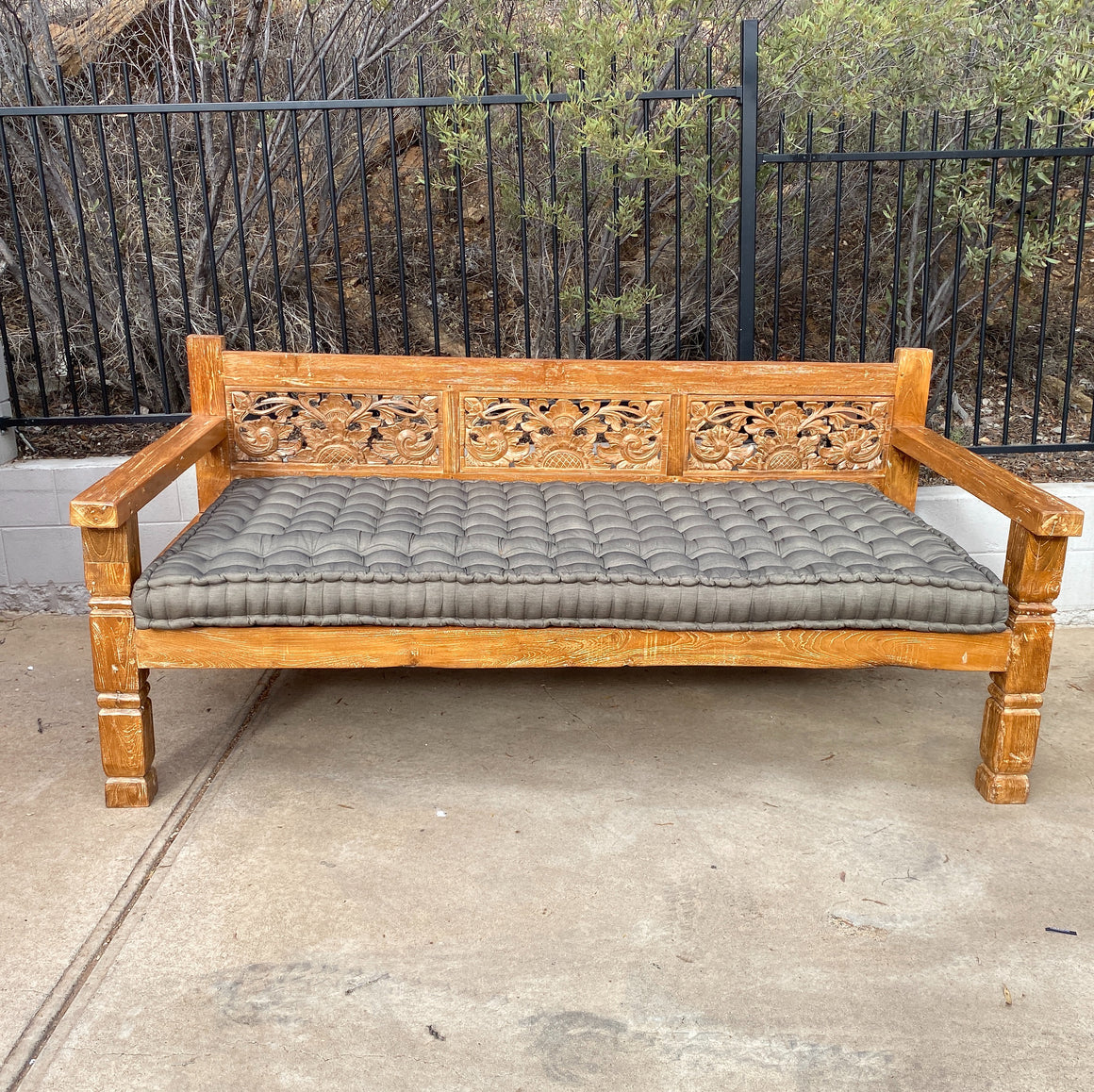 Daybed Carved Flower