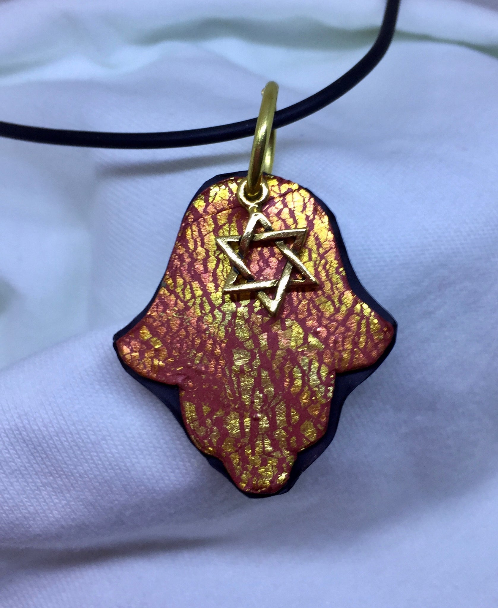 Crackle hamsa with a star