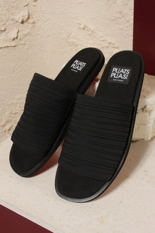Black Pleated Slides