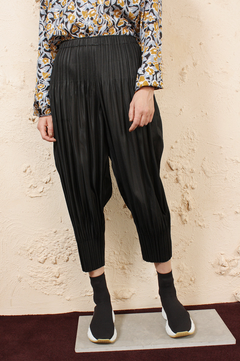 Fluffy Pleated Pants Black