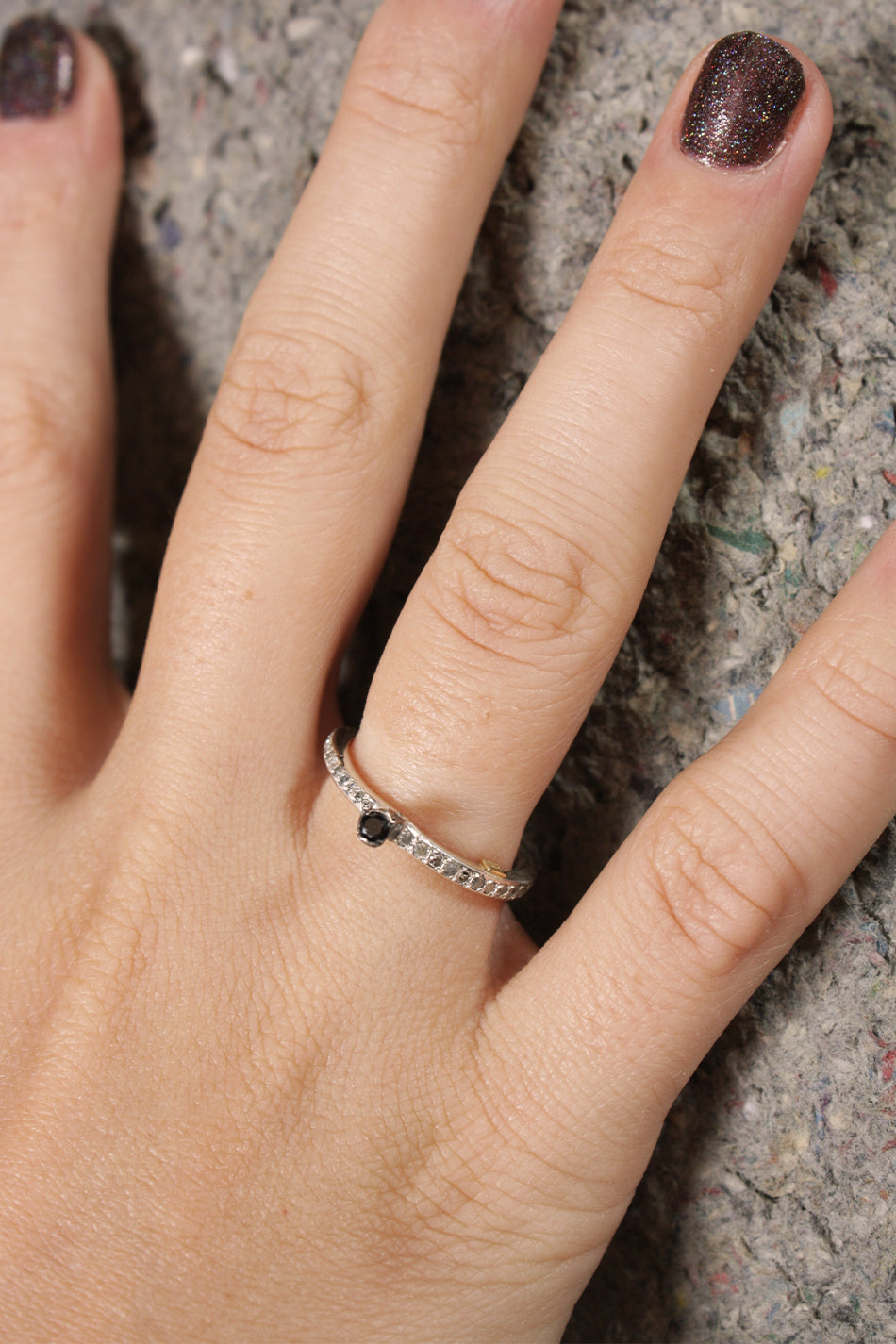 Hata Icy grey & Black Diamond Ring