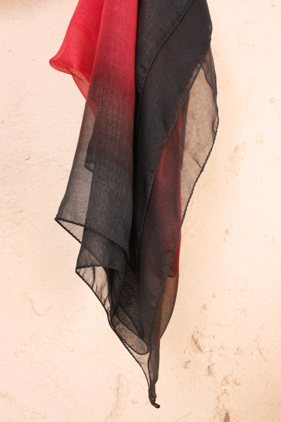Lize Shade Scarf Black and Red