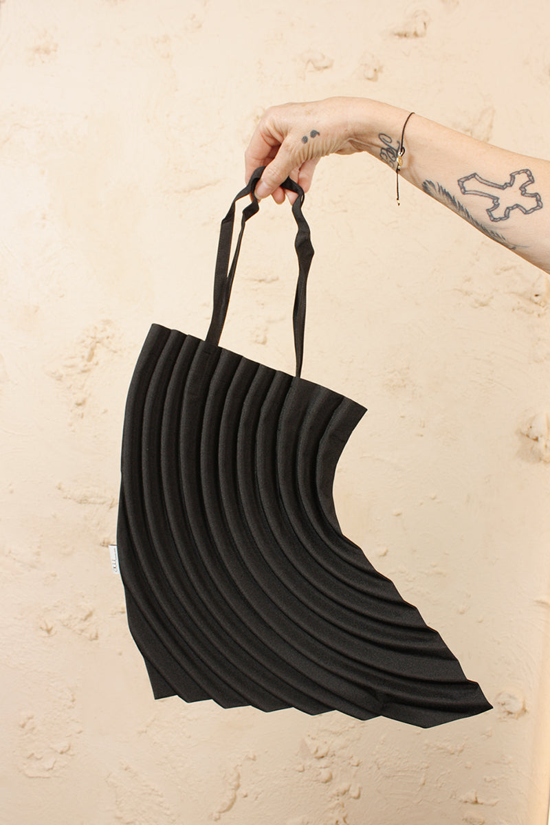 Crescent Pleats Bag Black