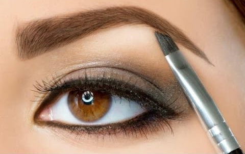 shaping brows with brush