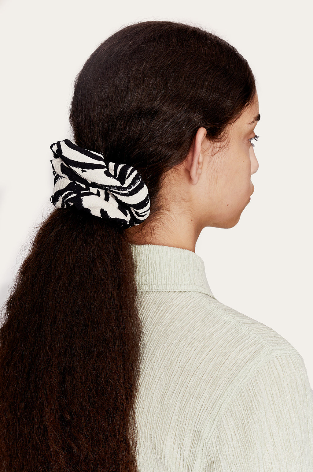 Scrunchy in Zebra Black