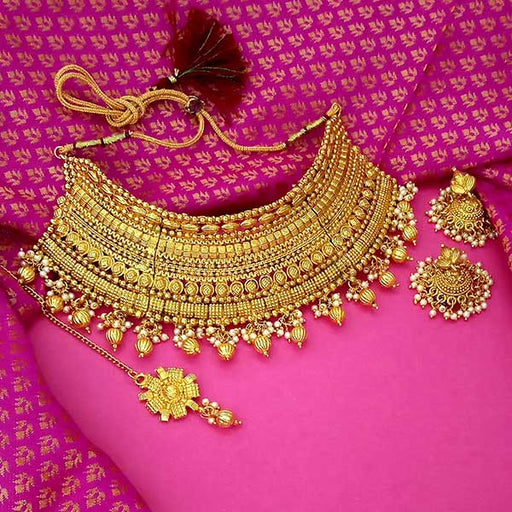 Utkrishtt Brown Stone Necklace Set With Maang Tikka