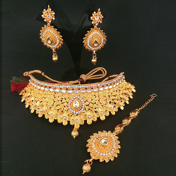 Utkrishtt White Stone Necklace Set With Maang Tikka