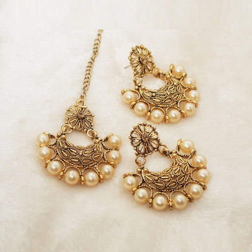 Shreeji Brown Stone Pearl Dangler Earrings With Maang Tikka - Jewelmaze.com