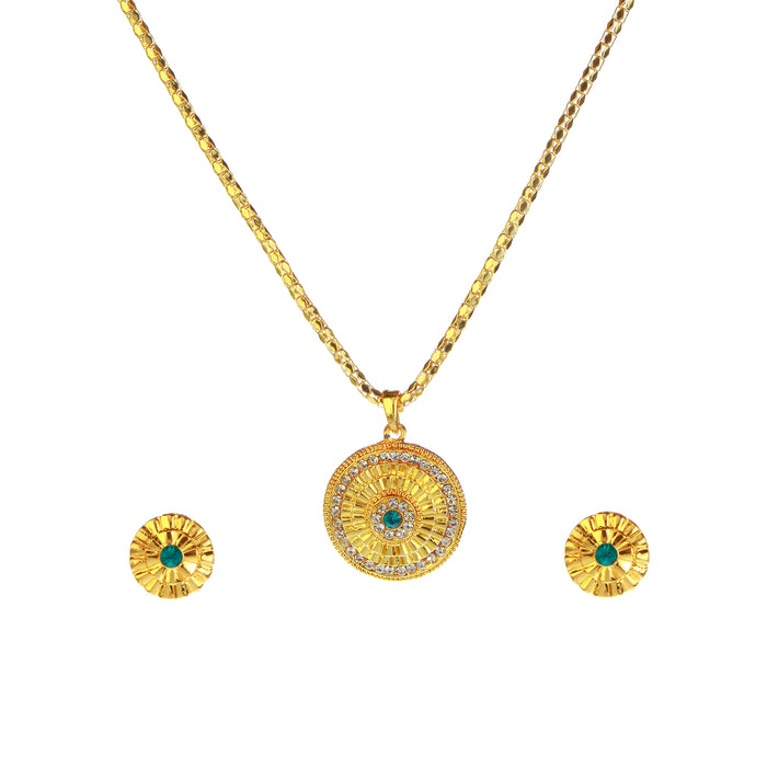 Kriaa Gold Plated Chain Pendant Set
