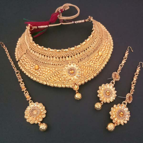 Utkrishtt Stone Necklace Set With Maang Tikka
