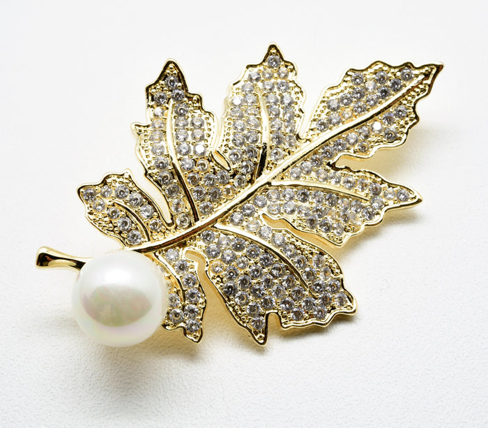 The gorgeous sparkling elegant  leaf shape brooch