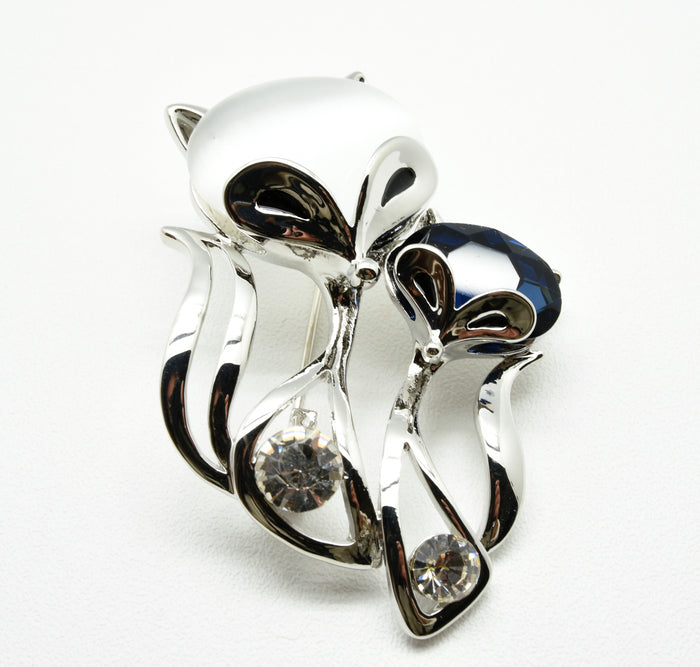 The double foxes brooch