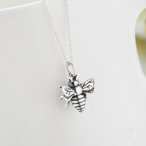 The gorgeous lively busy bee 925 sterling silver necklace