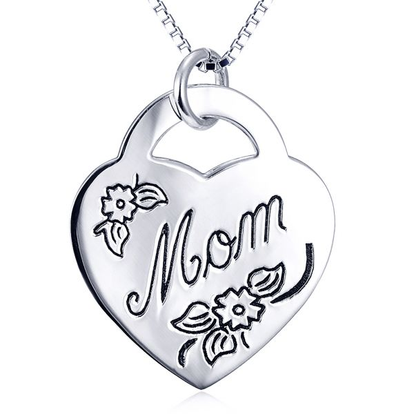 The classic heart shape gorgeous mom love necklace
