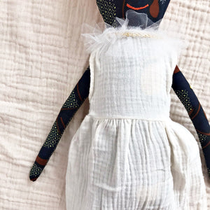 送料無料!POLAE DOLLS WITH WHITE DRESS AND STRIPY HAIR