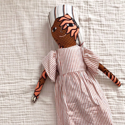 送料無料!POLAE DOLLS WITH STRIPY DRESS