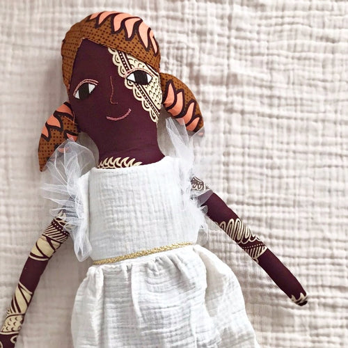 送料無料!POLAE DOLLS WITH  WHITE RUFFLE DRESS