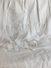 VINTAGE WINE GLASS SET | SMALL