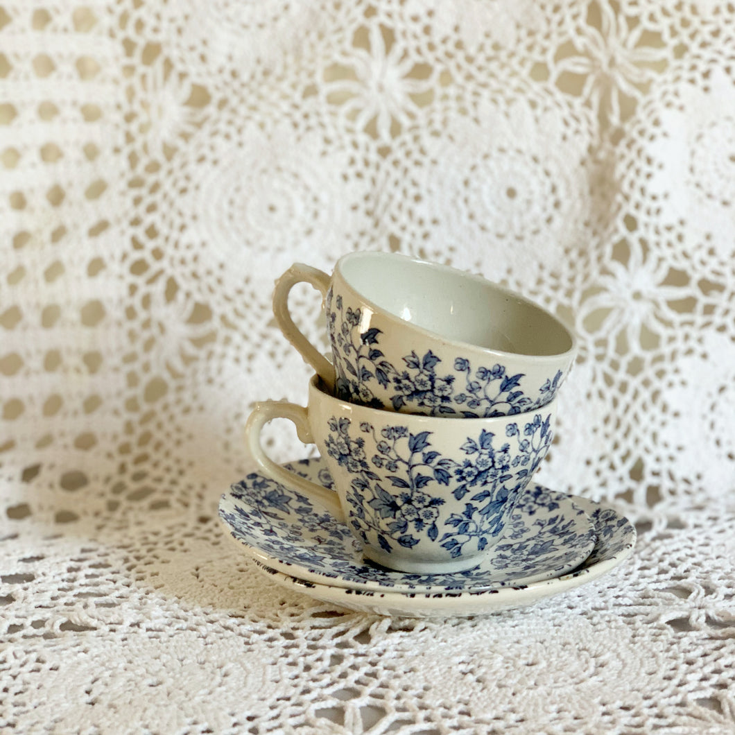 VINTAGE ENGLISH TEA CUP SET